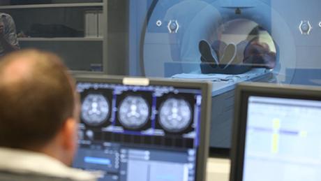 3T MR scanner control room